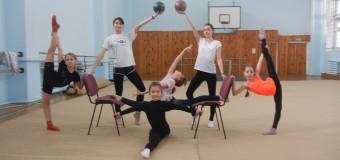 «Новогодние Весёлые старты» на отделениях художественной гимнастики, фехтования и в спортивно-оздоровительных группах